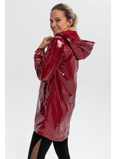 Tiffany&Tomato Kapüşonlu Fermuarlı Rugan Yarım Boy Yağmurluk - Vizon Bordo